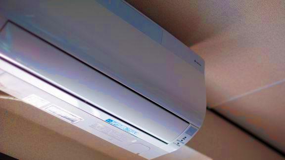 エアコンの取りつけ費用は何の勘定科目で計上する?
