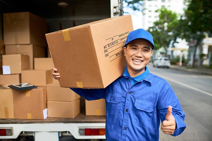 クーリエ(国際宅配便)は民間配送会社が行うサービス」