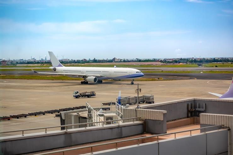 航空輸送では主に何が運ばれている?