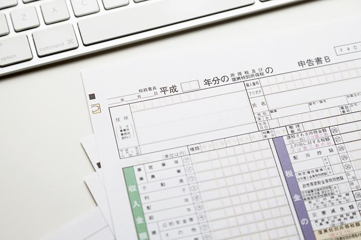 公的な書類には和暦(元号)を使うのが一般的