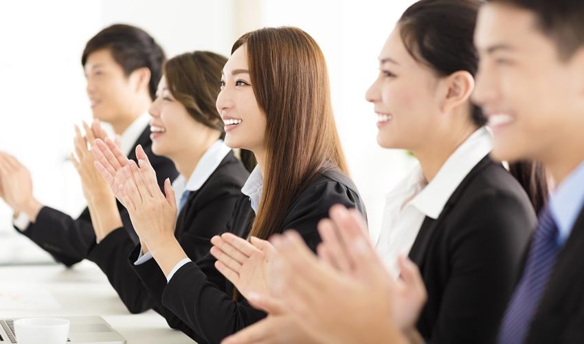「褒める」技術を磨いて、コミュニケーション上手を目指そう
