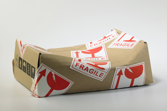 輸入者が貨物にダメージを発見したら取り寄せる「デバンニングレポート」って何?