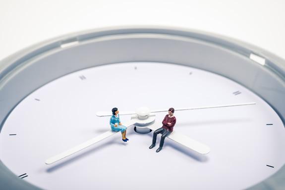 """""""朝イチで"""" """"〜時までに"""" 時間の期限を英語でどう表す?"""