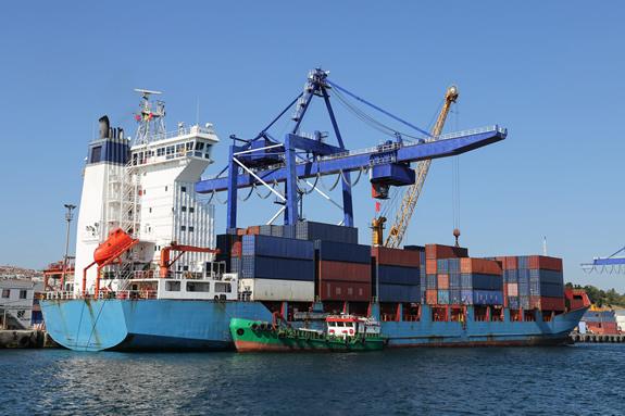 輸出者が代金回収までのあいだに融資を受ける「輸出金融」