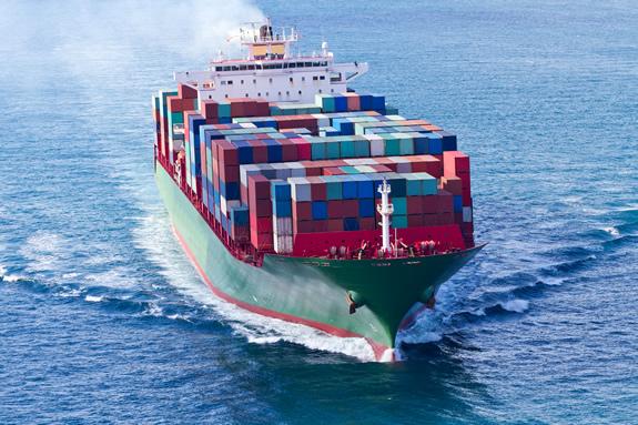 貨物船はどのくらいのスピードで走っている?