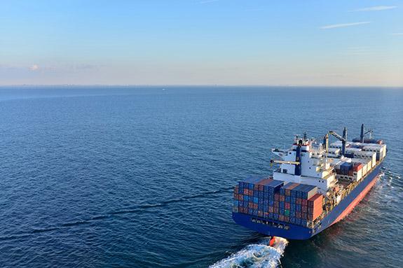 コンテナ船にはRORO船(ローロー船)とLOLO船(ロ・ロ船)がある!