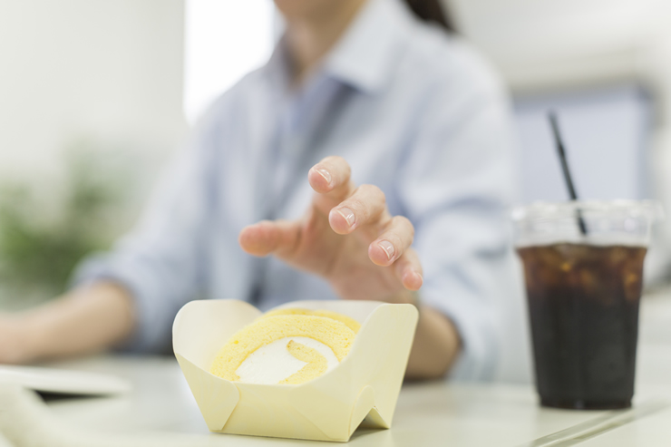 しっかり食事をしていても、どうして小腹が減るの?