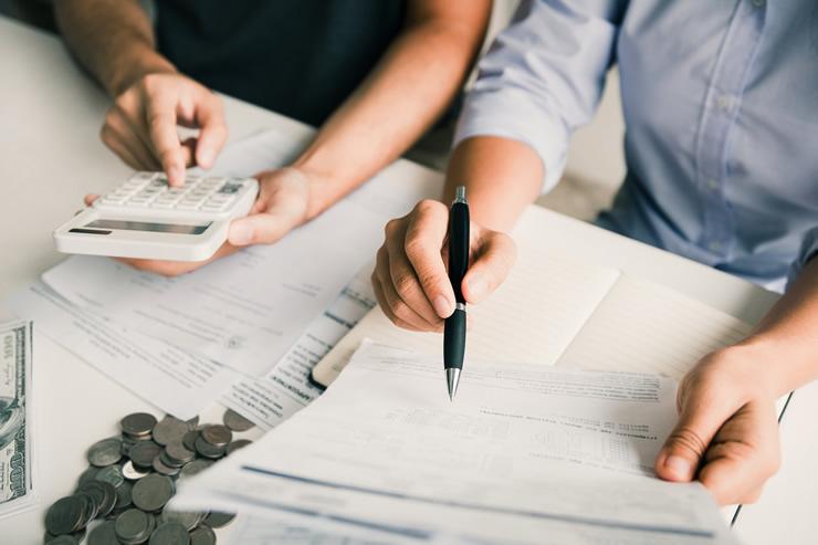 【貿易書類】インボイス(invoice)って何?3つの役割と記載すべき内容を解説