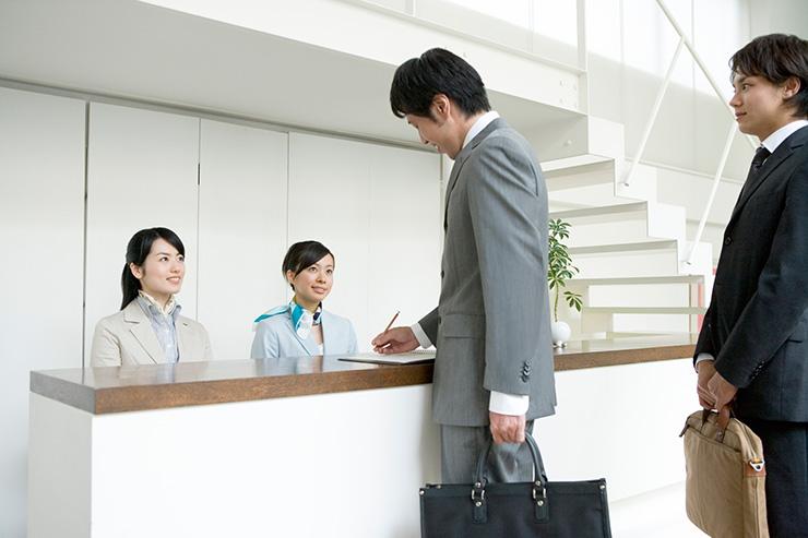 「受付」のお仕事は、接客業の経験をオールマイティに活かせる!?